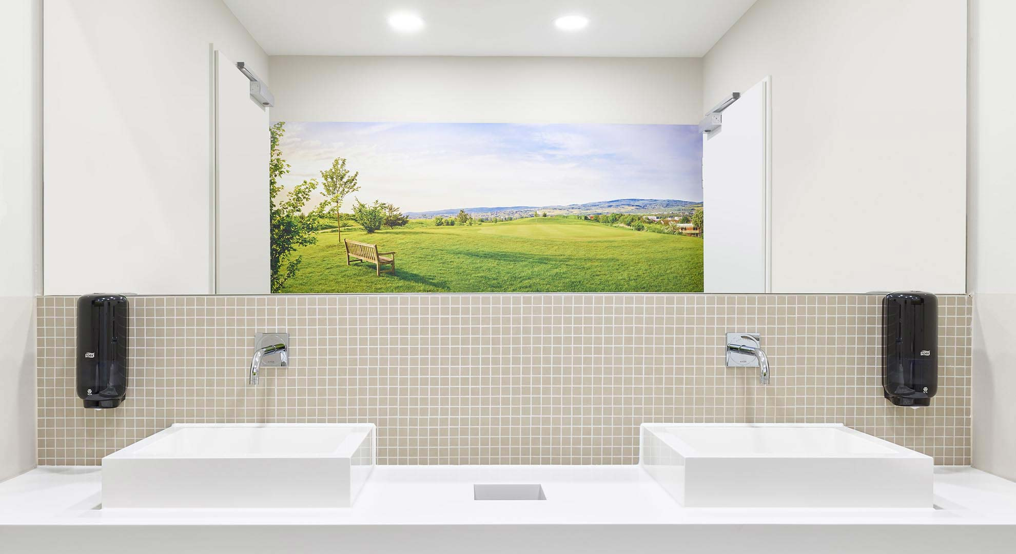 mainzer-golfclub-clubhaus-restroom-02